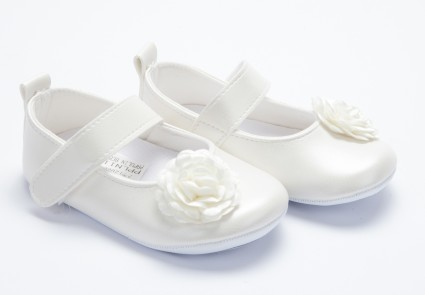 Декоративни обувки за момиче