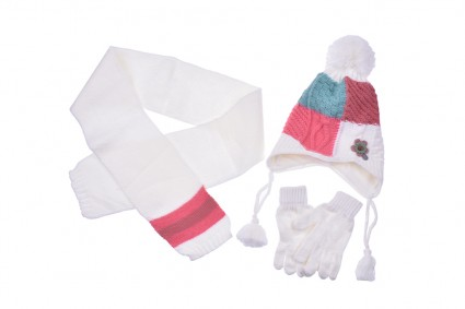 Set with hat, scarf and gloves girl