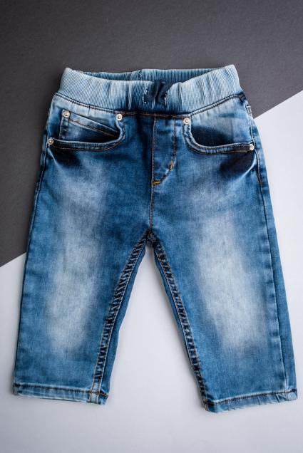 Къси панталонки момче